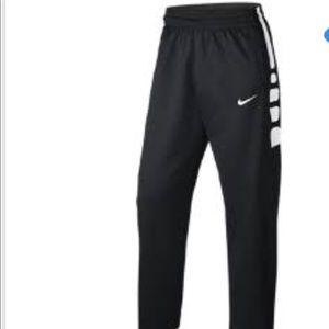 NWT NIKE ELITE PANTS. Pockets. Super soft inside.